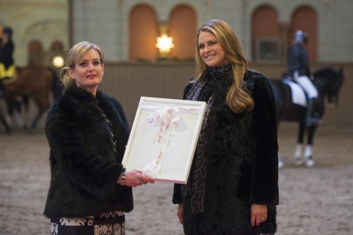 Paulinda Friberg tog emot stipendium i Hovstallet