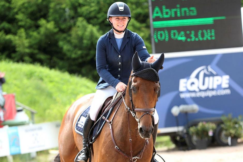 Malin Carlbäck och Abrina 1,45-vinnare