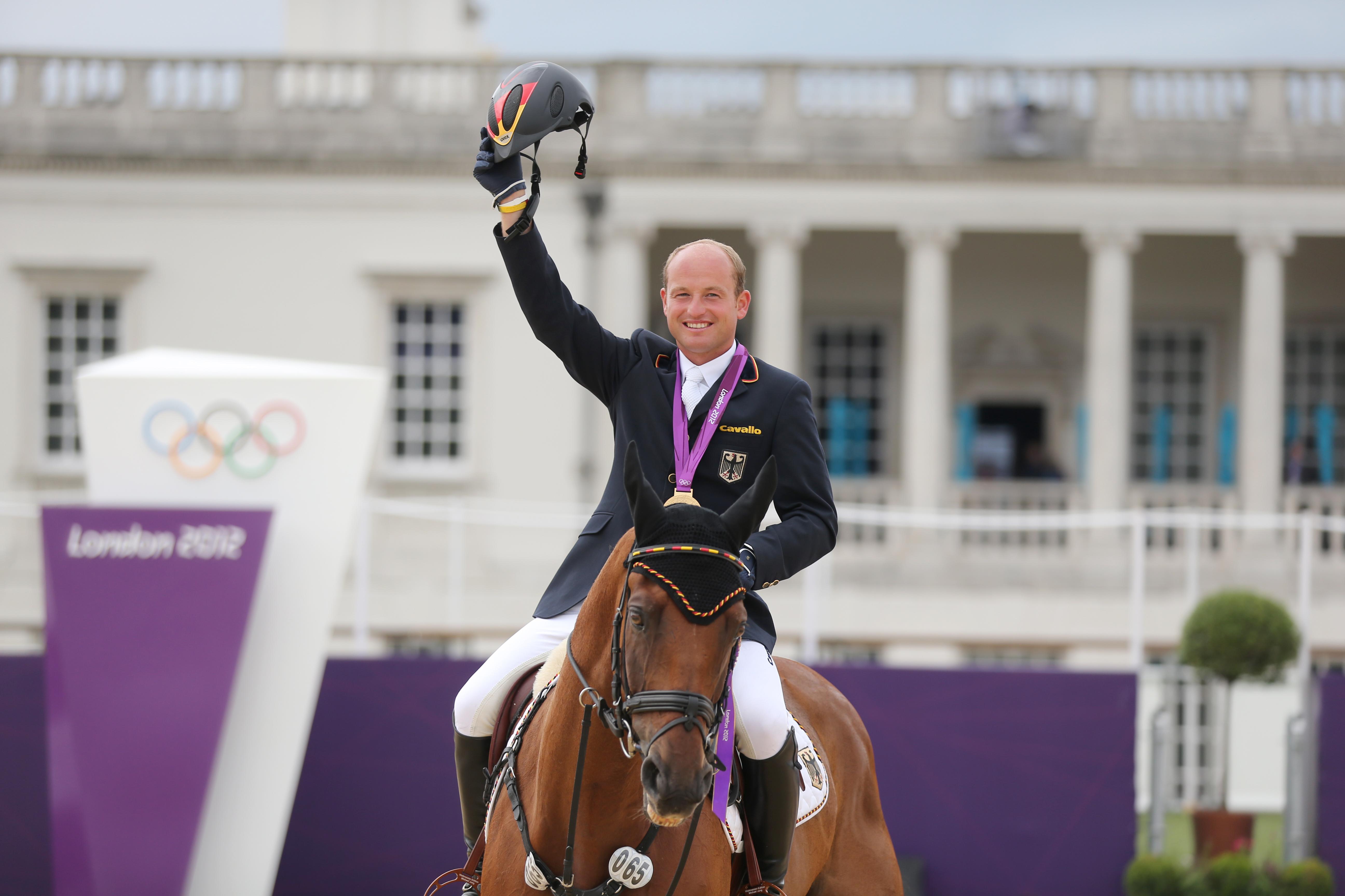 Efter att förstahandsvalet Takinou blivit sjuk får London-guldhästen Sam chans att ta ett nytt OS-guld tillsammans med Michael.