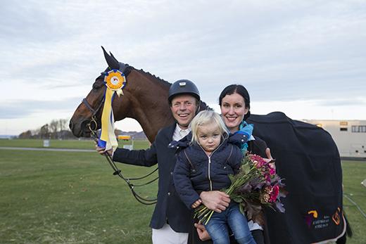 Jens Fredricson firade med sin lilla familj bestående av dottern Filippa och frun Isabelle Fredricson.