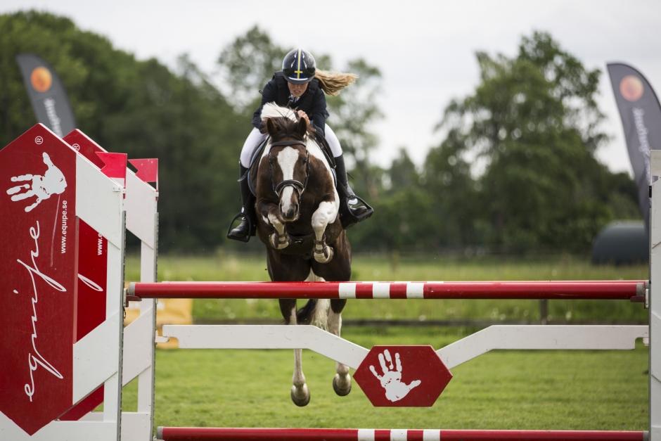 Åldersgränsen för ponnyryttare höjs till 20 år